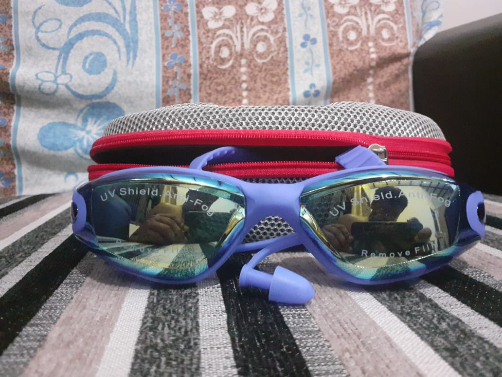 Swimming Goggles with Ear plug / UV Shield Anti-Fog